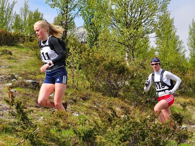 Agnes Holstad, totalvinner k19/20 og totalvinner kvinner senior Sofrid Braathen. Foto: Torolf Celius